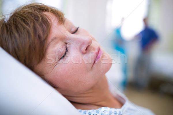 Beteg alszik ágy kórház nő orvosi Stock fotó © wavebreak_media