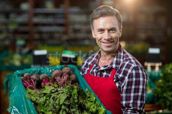 Souriant Homme personnel caisse légumes frais Photo stock © wavebreak_media