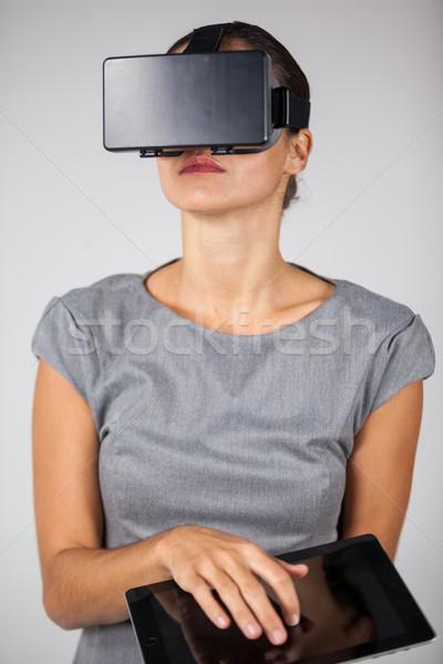 женщину цифровой таблетка виртуальный реальность Сток-фото © wavebreak_media