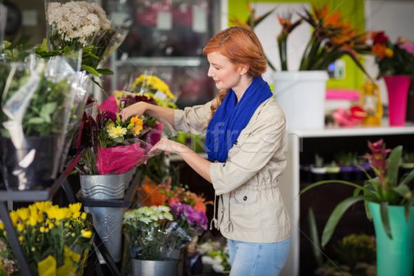 Homme fleuriste heureux femme Photo stock © wavebreak_media