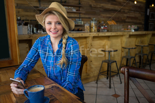 Retrato mujer sombrero teléfono móvil Foto stock © wavebreak_media