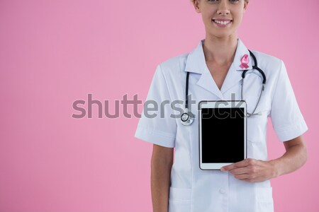 Mosolyog nővér visel mellrák tudatosság rózsaszín szalag Stock fotó © wavebreak_media