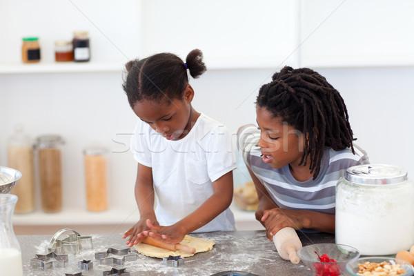 Vrolijk broers en zussen koken biscuits keuken familie Stockfoto © wavebreak_media