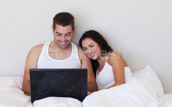муж жена кровать используя ноутбук девушки работу Сток-фото © wavebreak_media