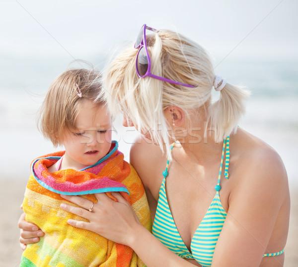 Retrato infeliz nino toalla madre playa Foto stock © wavebreak_media