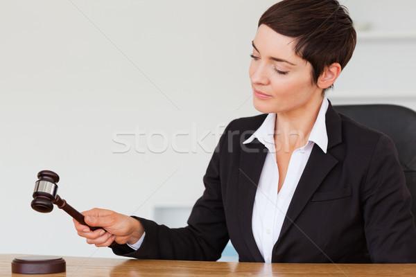 серьезный женщину молоток служба стороны лице Сток-фото © wavebreak_media