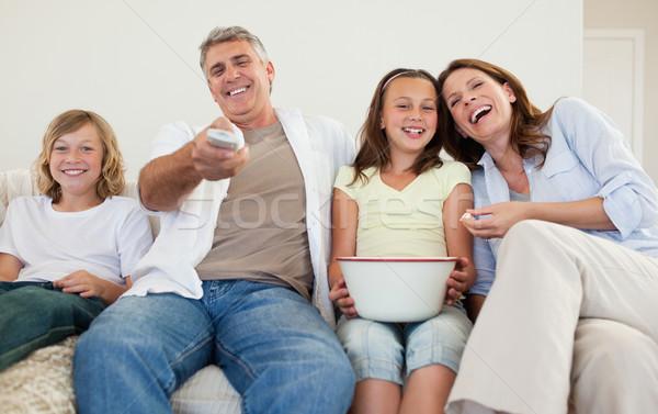 семьи диван смотрят телевизор вместе телевидение Сток-фото © wavebreak_media