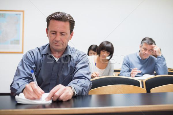 Adultos aprendizagem sala de aula trabalhar educação escrita Foto stock © wavebreak_media