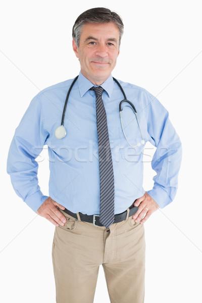 Uśmiechnięty lekarza ręce biodra szczęśliwy szpitala Zdjęcia stock © wavebreak_media