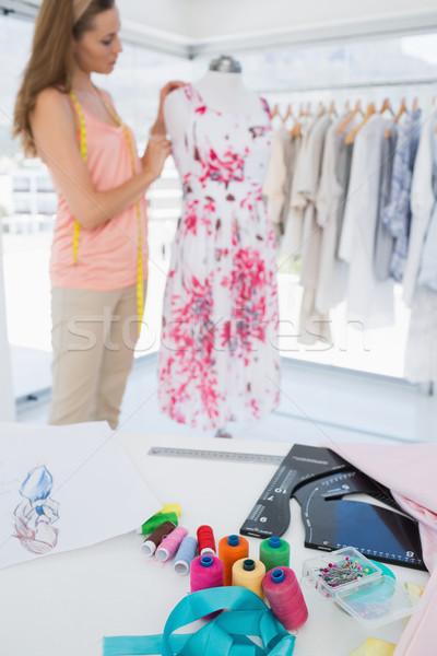 женщины моде дизайнера рабочих цветочный платье Сток-фото © wavebreak_media