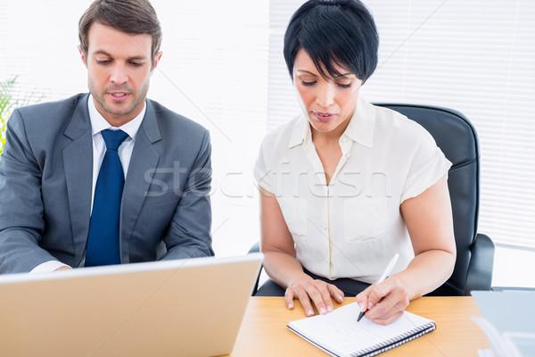 Kollégák üzleti megbeszélés fiatalember nő irodai asztal számítógép Stock fotó © wavebreak_media