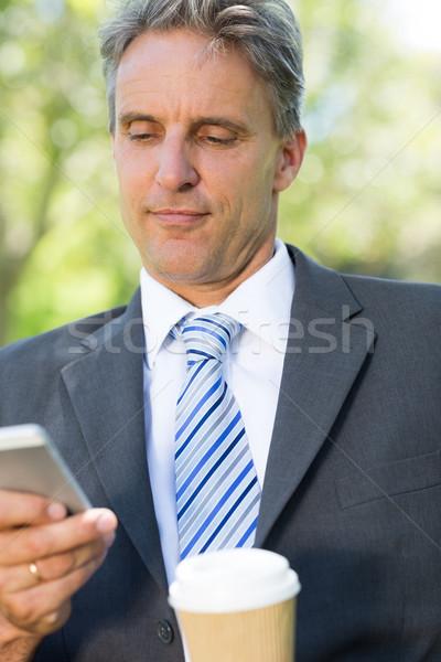 Zakenman lezing park volwassen mobieltje Stockfoto © wavebreak_media