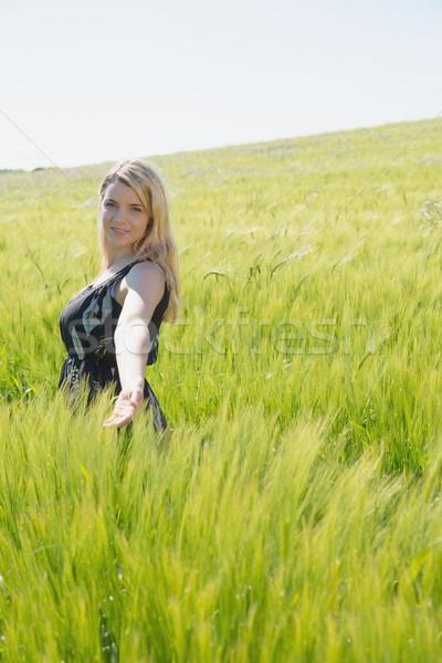 Csinos szőke nő áll búzamező napos idő vidék Stock fotó © wavebreak_media