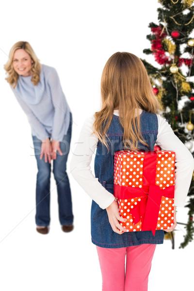 Petite fille cacher Noël cadeau mère blanche Photo stock © wavebreak_media