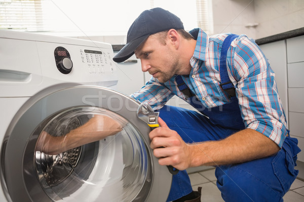 мастер на все руки стиральная машина кухне человека работу Сток-фото © wavebreak_media
