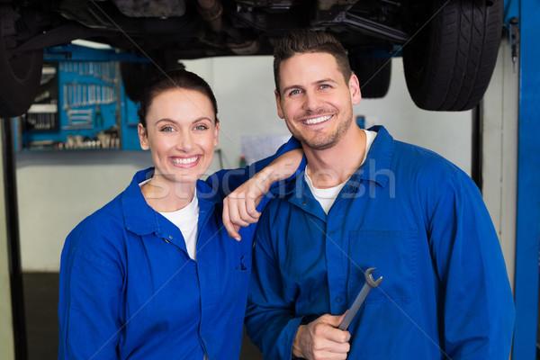 Team Mechanik lächelnd Kamera Reparatur Garage Stock foto © wavebreak_media