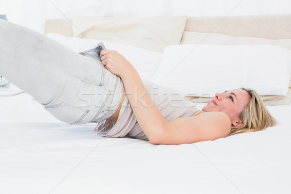 Koncentruje blisko dżinsy bed Zdjęcia stock © wavebreak_media