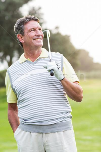 Jogador de golfe em pé clube sorridente câmera nebuloso Foto stock © wavebreak_media