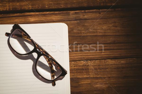 Vacío bloc de notas gafas de lectura escritorio negocios oficina Foto stock © wavebreak_media