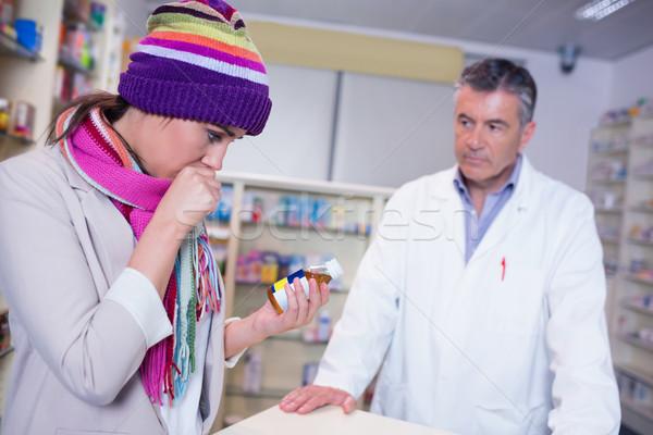 Chorych dziewczyna szalik kolorowy hat Zdjęcia stock © wavebreak_media