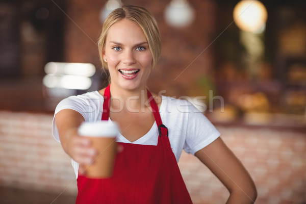 Joli serveuse mug café portrait café Photo stock © wavebreak_media