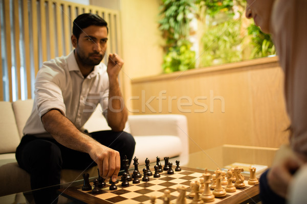 Ernstig zakenman spelen schaken vrouwelijke collega Stockfoto © wavebreak_media