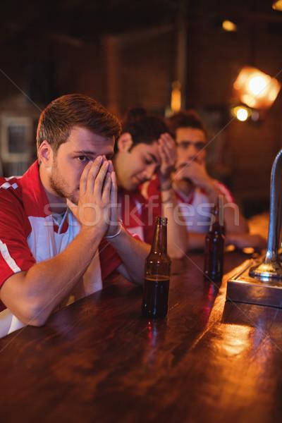 Grupo masculina amigos viendo fútbol partido Foto stock © wavebreak_media