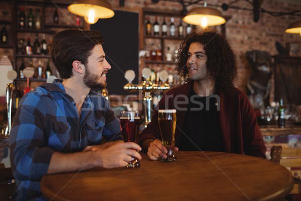 Arkadaşlar bira birahane mutlu cam tablo Stok fotoğraf © wavebreak_media