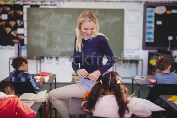 Insegnante aiutare compiti per casa classe scuola Foto d'archivio © wavebreak_media