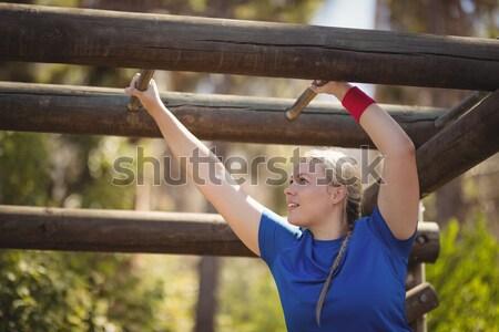 Dziewczyna wspinaczki małpa bary szkolenia Zdjęcia stock © wavebreak_media