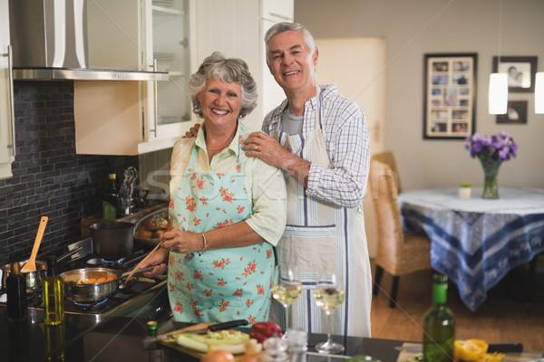 Ritratto felice insieme cucina Foto d'archivio © wavebreak_media