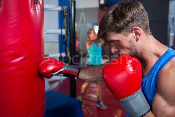 вид сбоку молодые мужчины Боксер красный сумку Сток-фото © wavebreak_media