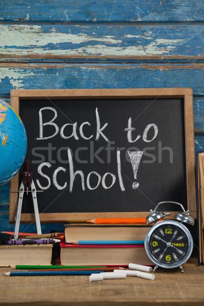Wereldbol wekker potloden krijt boeken terug naar school Stockfoto © wavebreak_media