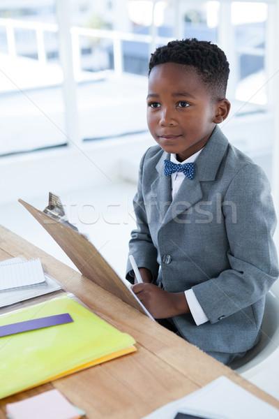 Zamyślony biznesmen posiedzenia krzesło biurko biuro Zdjęcia stock © wavebreak_media