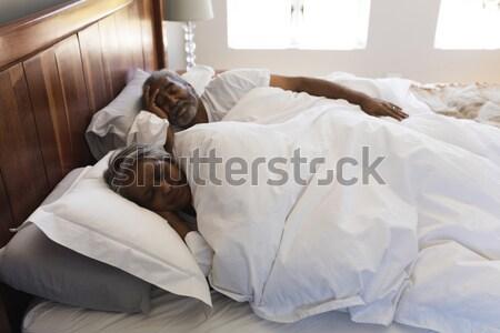 Leányunoka beszél nagymama ágy hálószoba nő Stock fotó © wavebreak_media