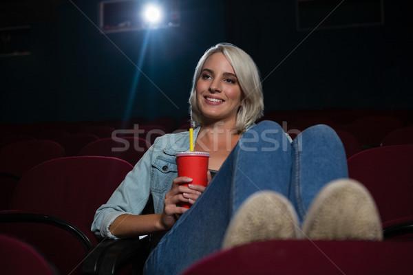 幸せ 女性 ドリンク を見て 映画 劇場 ストックフォト © wavebreak_media