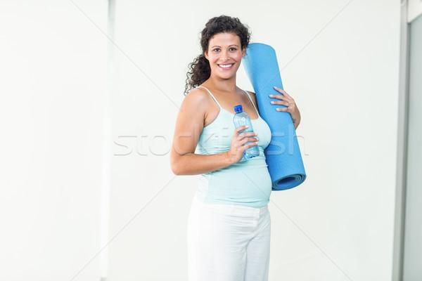 Mosolyog terhes nő tart testmozgás vizes flakon portré Stock fotó © wavebreak_media