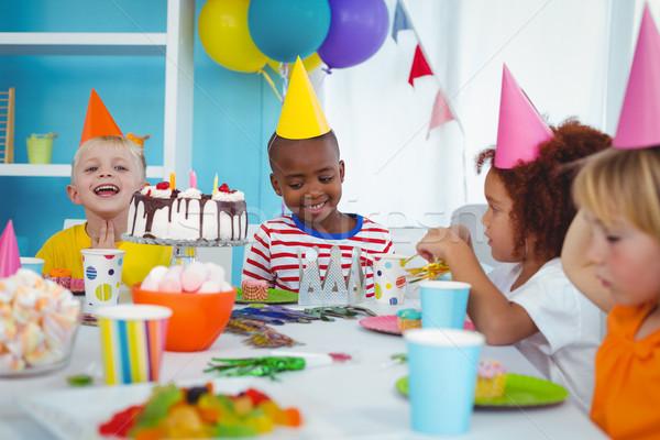 Excité enfants fête d'anniversaire anniversaire Photo stock © wavebreak_media