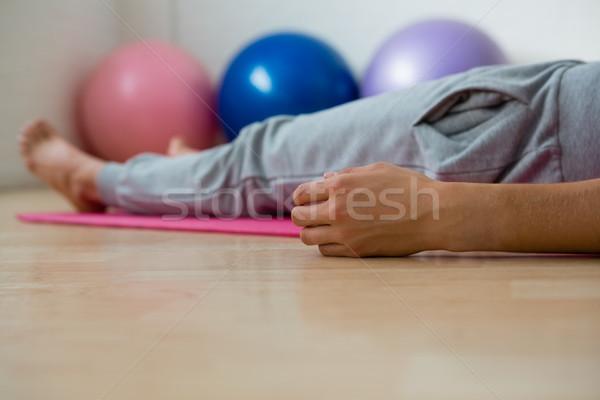 Baixo seção mulher ioga estúdio Foto stock © wavebreak_media