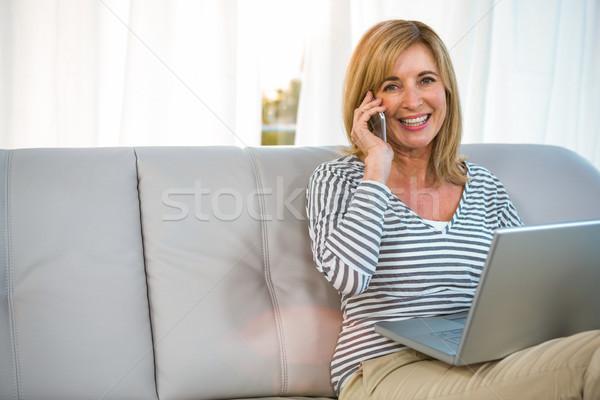 Mulher chamada alguém sorridente sorrir cara Foto stock © wavebreak_media