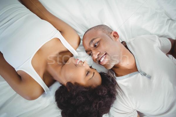 счастливым пару кровать глядя женщину домой Сток-фото © wavebreak_media