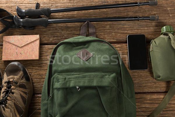 Unterschiedlich Reise Ausrüstung Handy Holzboden Stock foto © wavebreak_media