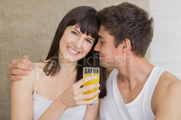 Donna bere succo uomo donna sorridente Foto d'archivio © wavebreak_media