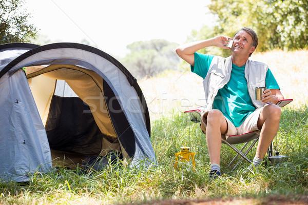 Idős férfi beszél telefon vmi mellett sátor Stock fotó © wavebreak_media