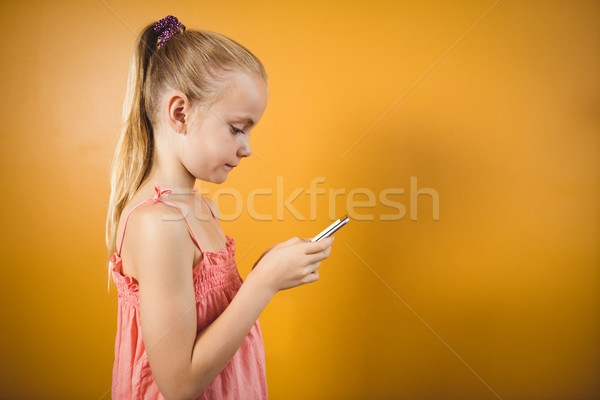 Lány lófarok okostelefon délelőtt narancs telefon Stock fotó © wavebreak_media