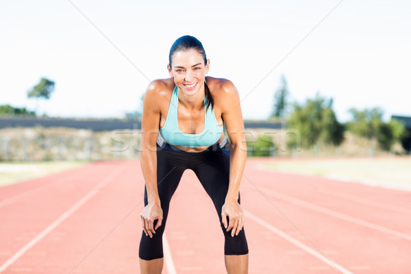 Moe vrouwelijke atleet permanente lopen track Stockfoto © wavebreak_media