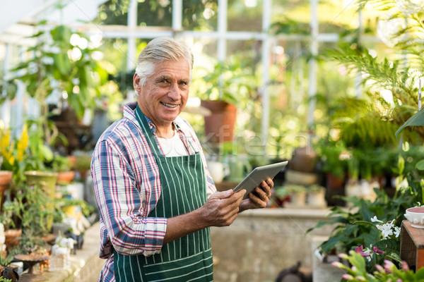 Erkek bahçıvan gülen dijital tablet portre Stok fotoğraf © wavebreak_media