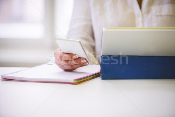 Wykonawczej bezprzewodowej biurko młodych biuro Zdjęcia stock © wavebreak_media