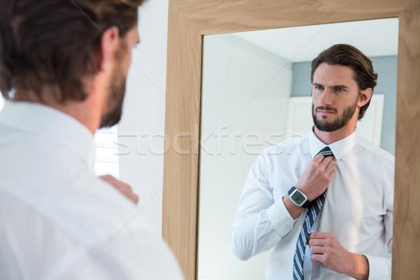 Homme chambre regarder miroir maison maison Photo stock © wavebreak_media