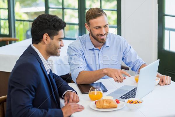 Empresário colega usando laptop restaurante negócio comida Foto stock © wavebreak_media